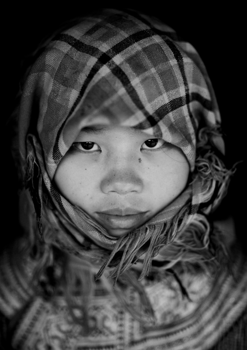 Veiled flower hmong teenage girl, Sapa, Vietnam