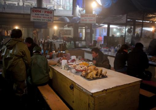 People eating at sapa meat market, Vietnam