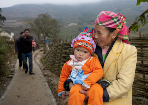 Giay woman with her baby in her arms, Sapa, Vietnam