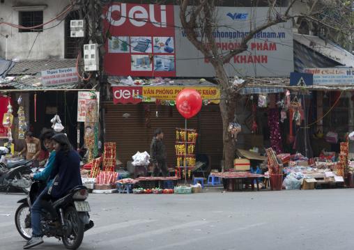 Street sellers in hanoi, Vietnam